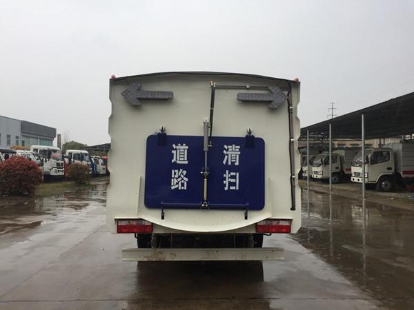 ballbet贝博登陆大多利卡扫路车(2.5方水4.5垃圾)